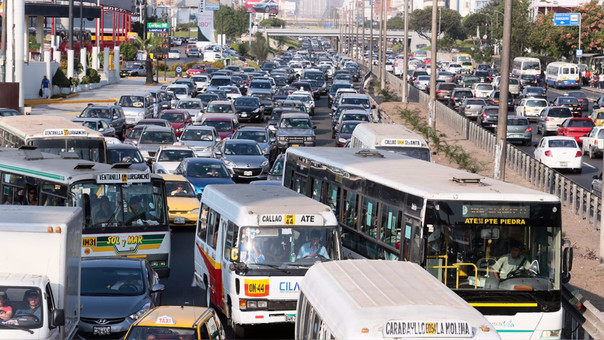 La contaminación del aires en Lima y Callao ser debe al antiguo parque automotor que aún posee la ciudad.