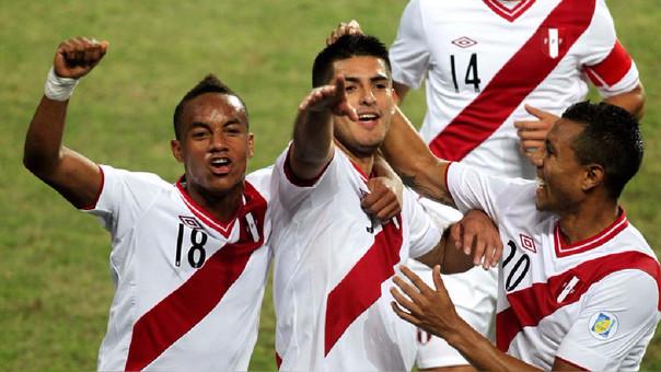 Hinchas no solo apuestan al triunfo del Perú sino también a quiénes harán los goles de la selección.