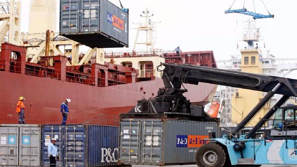Los envíos al exterior de productos tradicionales 2 mil 362 millones de dólares en el octavo mes del año.