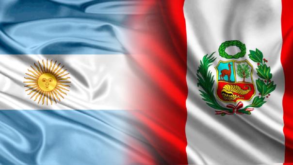 Casas de apuestas dan como favorita a Argentina frente a Perú, ¿en la economía pasa lo mismo?
