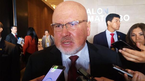 Ministro de Vivienda, Carlos Bruce, anunció que las tarifas de agua para las empresas industriales subirán pese a protestas de gremios.