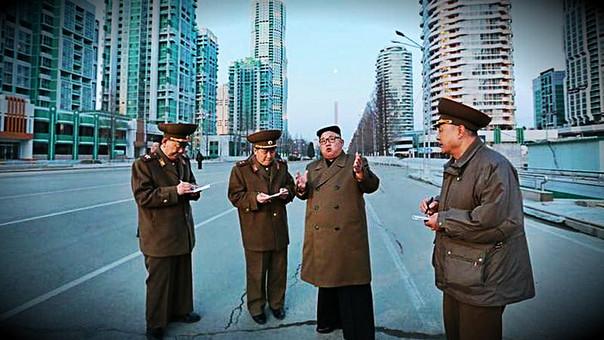 Kim Jong-un y oficiales