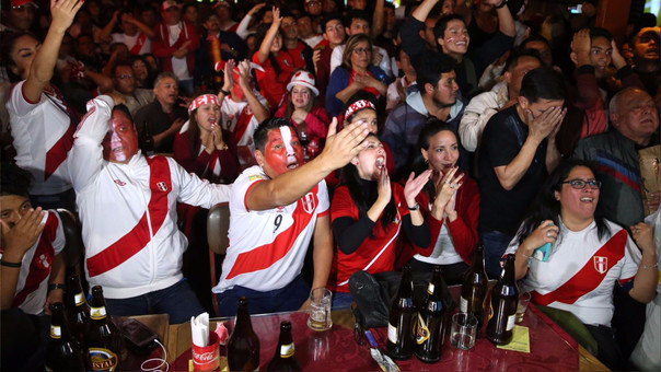 Según Gamarra algunos hoteles abren sus restaurantes al público con promociones para que puedan ver el encuentro futbolístico.