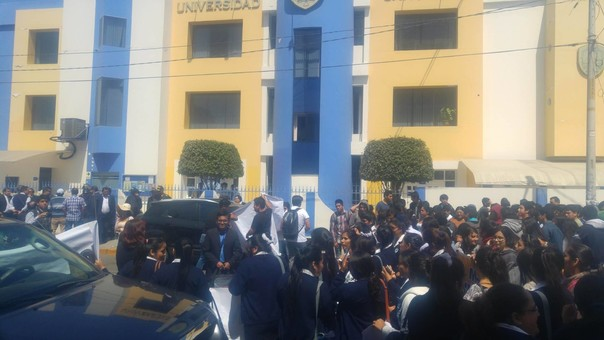 Protesta en la universidad San Pedro