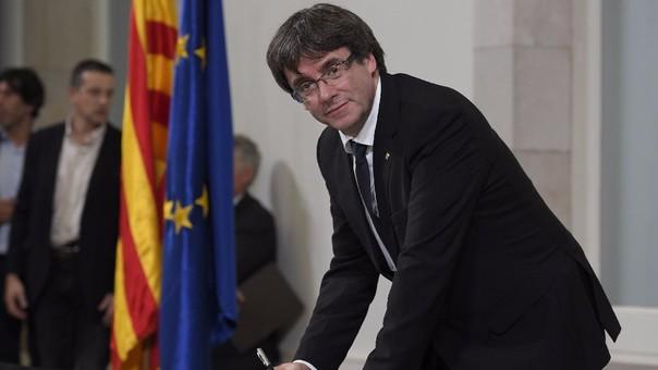 El presidente de Cataluña, Carles Puigdemont, aún no responde al pedido de Mariano Rajoy de aclarar formalmente si proclamó la independencia de Cataluña.