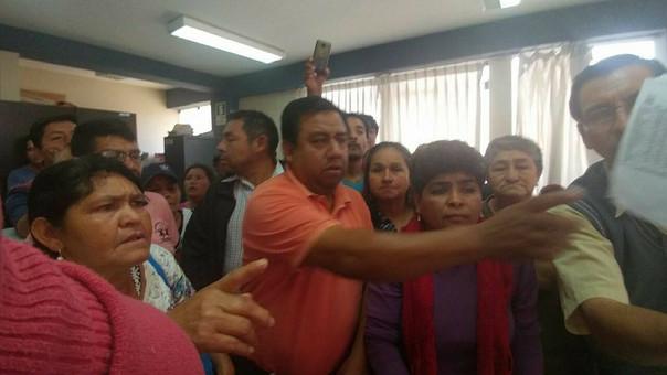 Obreros de José Leonardo Ortiz molestos por falta de pagos.