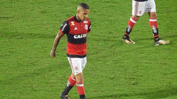 Paolo Guerrero genera preocupación al abandonar en este estado concentración de Flamengo