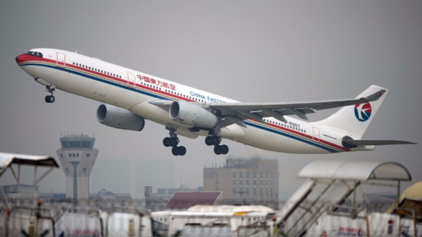 Proyecto sobre beneficios tributarios a sector aerocomercial genera polémica.