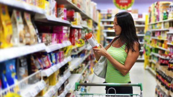 Congreso busca dilatar advertencias a productos altos en sal, azúcar y grasas, alerta Aspec.