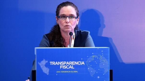 Ministra de Economía, Claudia Cooper, rechaza proyecto de ley que otorga exoneraciones tributarias a la importación de aerolíneas.