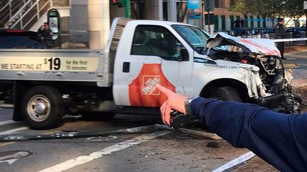 Un camión de la empresa Home Depot fue usado para atropellar a personas.