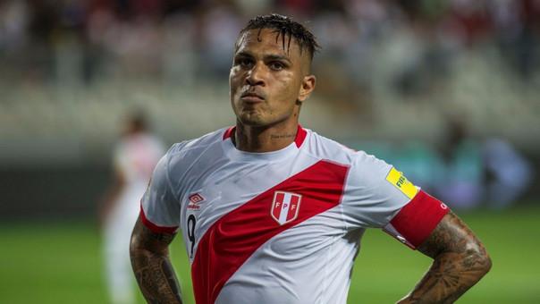 Paolo Guerrero anotó el gol de Perú que permitió jugar el repechaje ante Nueva Zelanda.