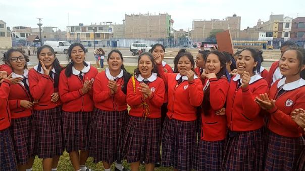 Escolares apoyan a Paolo Guerrero