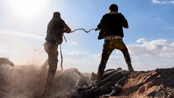 Soldados del Ejército sirio cerca a la zona en disputa.