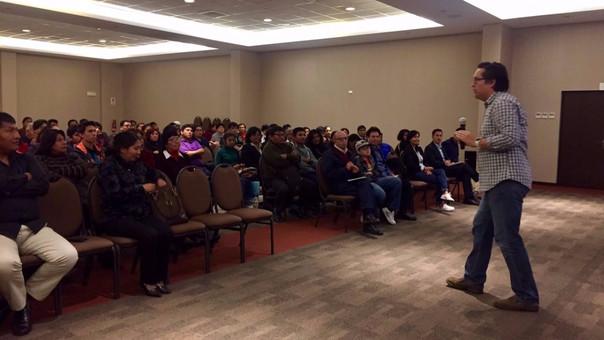 Jesús Veliz dictando el último taller de tecnología y educación que se realizó en Tacna.