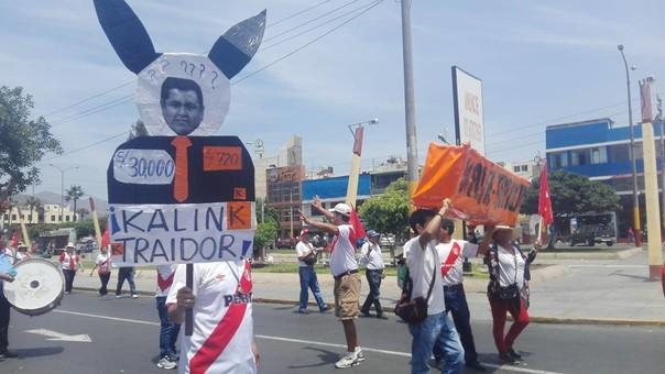 Marcha contra congresista