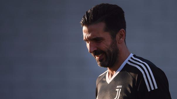 Gianluiggi Buffon dejó el Milán por la Juventus en el año 2001 por 63 millones de dólares.