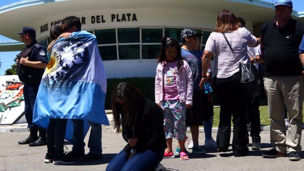 Familiares de los tripulantes del ARA San Juan temen lo peor, aunque oficialmente no se haya declarado muertos a los 44 marinos del submarino. La nave desapareció el pasado 15 de noviembre.