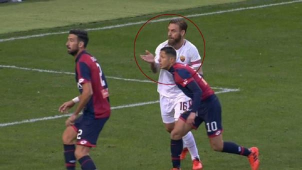 Gianluca Lapadula anotó gol de penal tras ser agredido por De Rossi