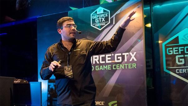 Augusto Zapata presentando el programa de certificación de gaming centers.