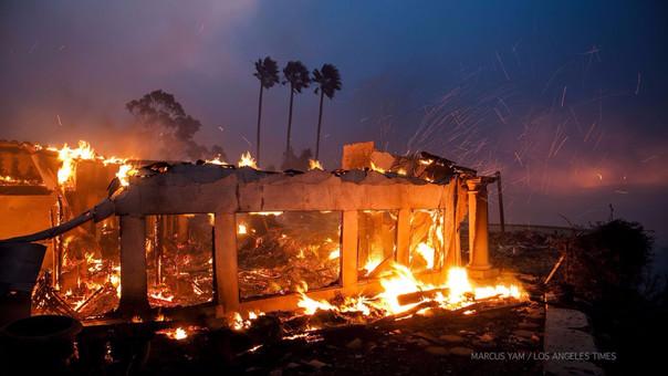 Un gigantesco incendio en California obliga a evacuar a 27.000 personas