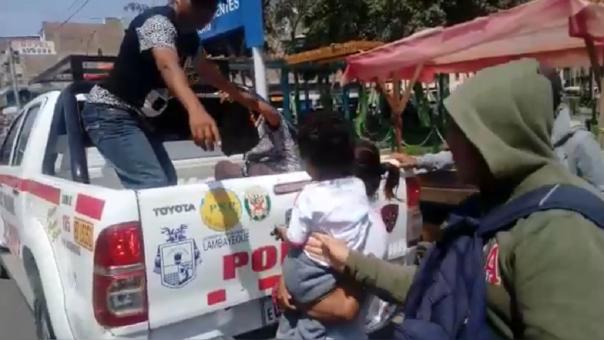 Mujeres detenidas por sustraer un celular