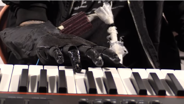Pianista vuelve a tocar gracias al brazo biónico Luke Skywalker
