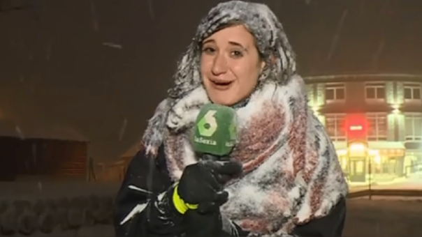 Periodista transmite en vivo fuerte nevada y es blanco de burlas