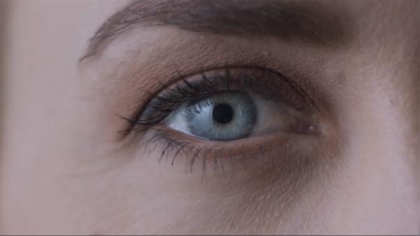 Le construyó un ojo a su hija con tutorial de YouTube
