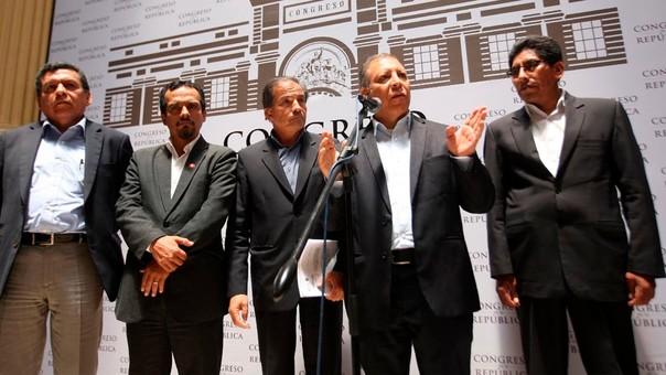 Los congresistas del Frente Amplio dieron una conferencia en el Congreso para comunicar los acuerdos de su reunión.