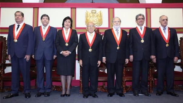 Los actuales magistrados de TC (de izquierda a derecho): Eloy Espinosa-Saldaña Barrera, Carlos Ramos Núñez, Marianella Ledesma Narváez, Manuel Miranda Canales (presidente), Ernesto Blume Fortini, José Luis Sardón de Taboada, y Augusto Ferrero.