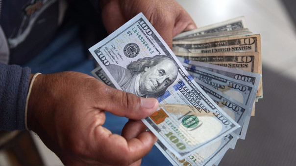 Moneda verde se disparó esta mañana en las operaciones iniciales del día, a pesar de que empresas buscan soles para el pago de gratificaciones.