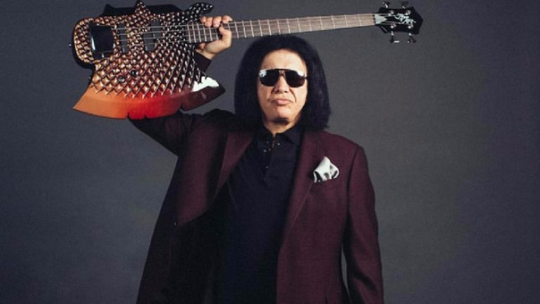 Denuncian a rockero Gene Simmons de acoso sexual — Kiss