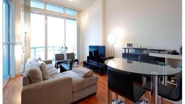 El departamento forma parte del conjunto habitacional de lujo Platinum Condominiums.
