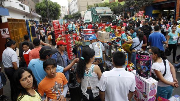 Peruanos están preocupados por sus finanzas y gastarán menos este año.