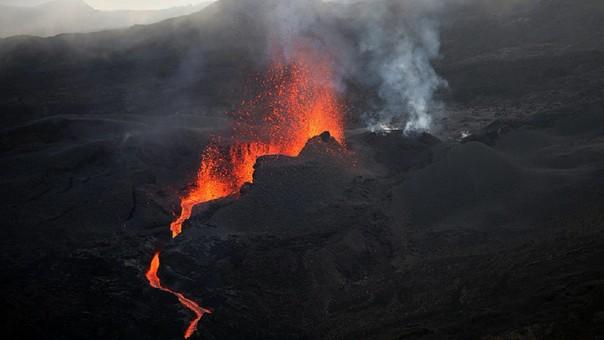 Descubren corriente de lava nunca antes detectada por bajo de tres ciudades de Estados Unidos