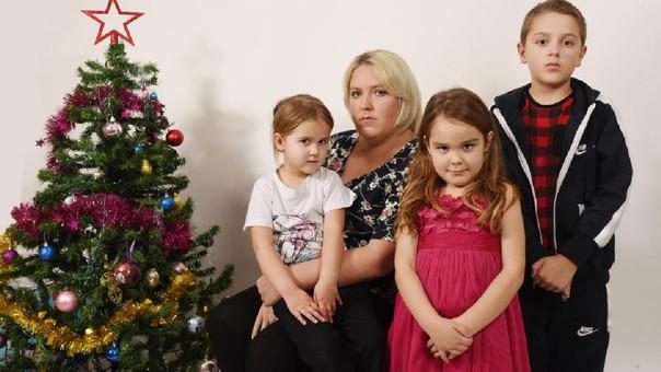 Gastó los beneficios del gobierno para comprar 66 regalos a sus hijos