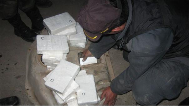 Incautación de paquetes de alcaloide de cocaína.
