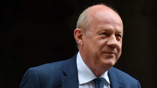 May obliga a que renuncie un ministro por un escándalo de pornografía