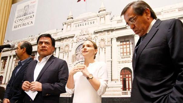 Jorge del Castillo y Luciana León fueron los dos únicos congresistas del Apra que votaron en abstención por la vacancia de Pedro Pablo Kuczynski (PPK)