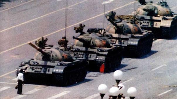 Un hombre enfrentándose a tanques de guerra es una de las principales imágenes que se conocen sobre los incidentes.