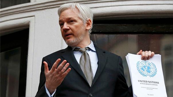 Julian Assange residen en la Embajada de Ecuador en Londres, donde no puede ser detenido por las autoridades británicas.