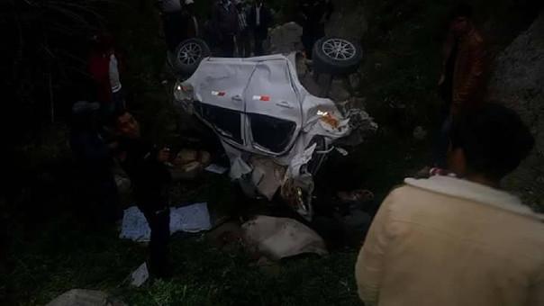 El auto cayó a un abismo de 200 metros de profundidad.