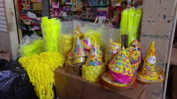Los  productos con mayor demanda son la picapica, serpentina, lentes del año 2018, guirnaldas, piñatas, antifaces.