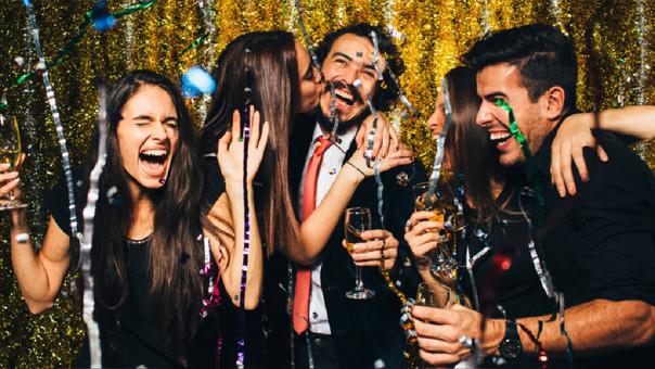 Muchos  peruanos recibirán bailando el 2018 en alguna de las 245 fiestas de Año Nuevo que se realizarán en el país,