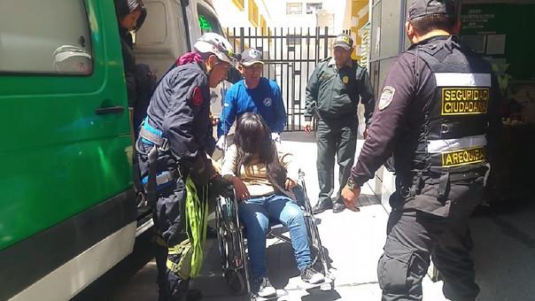 Mujer que intentó suicidarse lanzándose desde puente peatonal