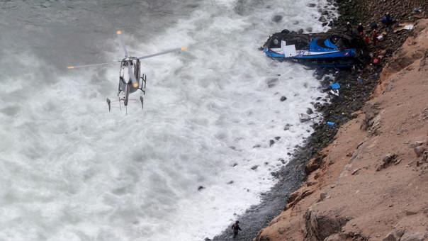 Al menos 48 personas perdieron la vida este martes cuando el bus de la empresa San Martín de Porres se cayó a un barranco en el kilómetro 19 del Serpentín de Pasamayo.