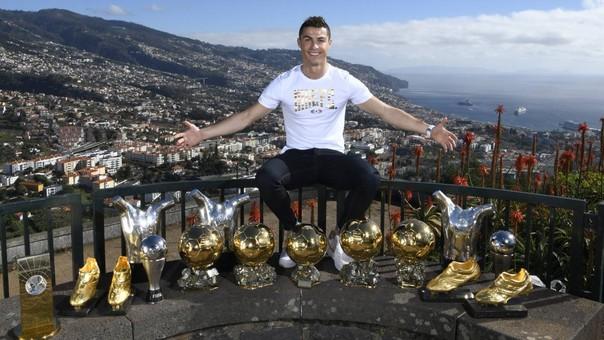 Cristiano Ronaldo tuvo un 2017 para el recuerdo. Ganó cinco títulos con el Real Madrid y ganó todos los premios individuales a mejor jugador del mundo para la FIFA, France Football, UEFA y Globe Soccer.