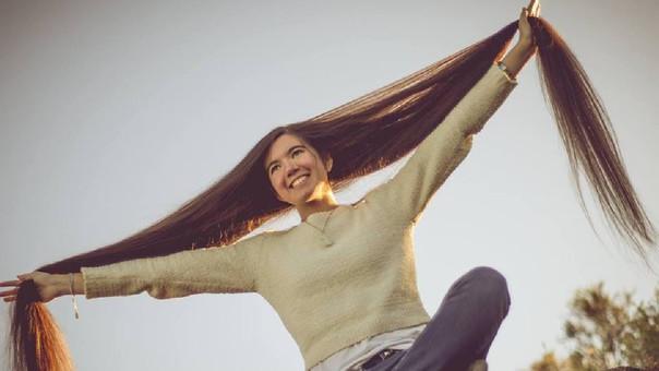 La argentina Abril Lorenzatti tiene el cabello más largo del mundo