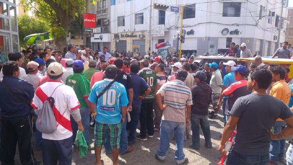 Mototaxistas se reunieron en parque Santa Ana de Piura.